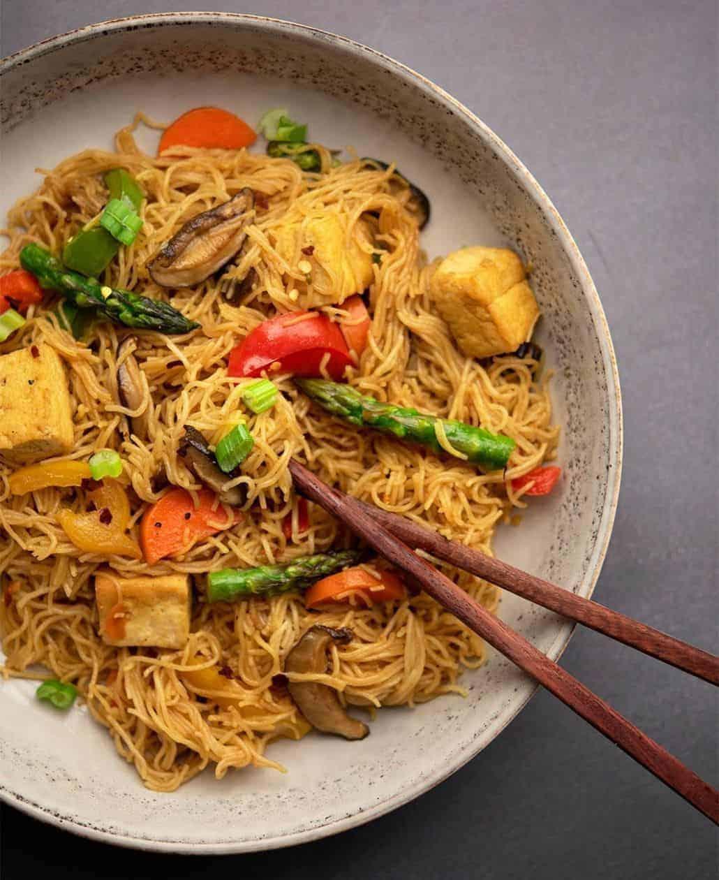 Singapore Mei Fun: This Easy Tofu & Vegetable Mei Fun Recipe Should Be Part of Your Vegan Rotation