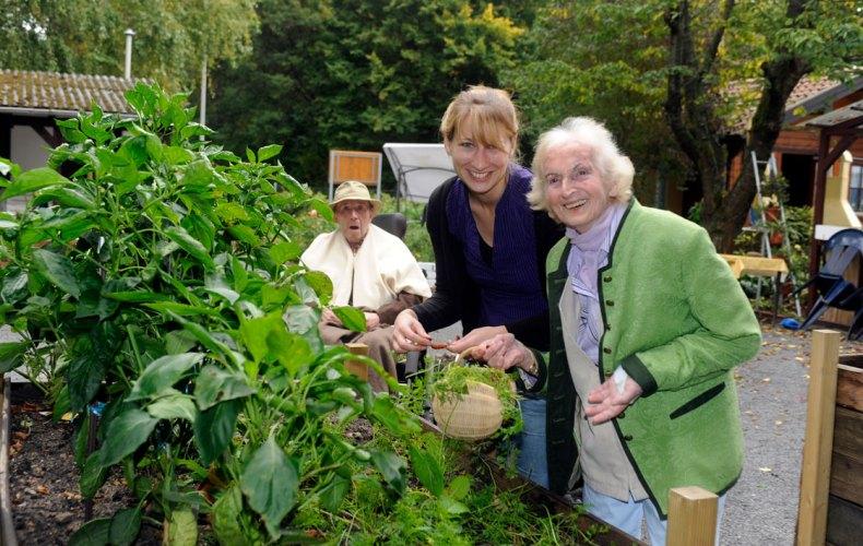 eine Betreuungssituation von Herbst-Zeitlos e.V. im Garten