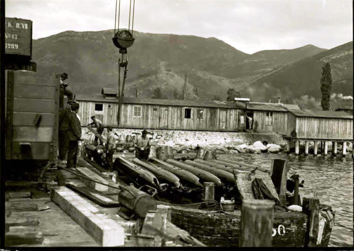 Zelenika, Ausladen von deutschen Torpedos