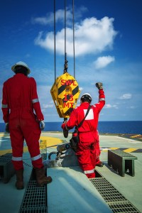 crane-inspector-securing-lifting-rigging-hoisting