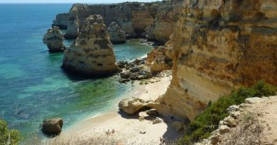 Algarve reeleito melhor destino europeu de praia nos óscares do turismo