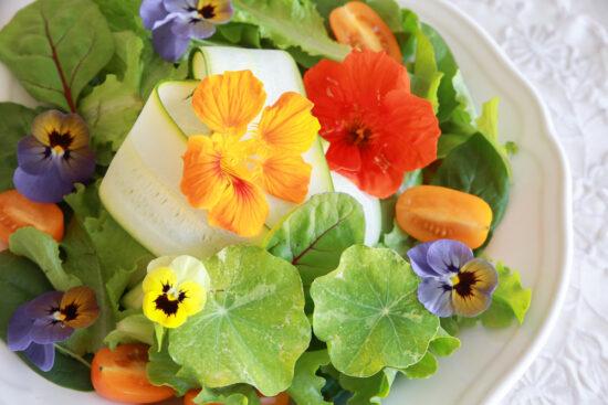 edible flowers in salad