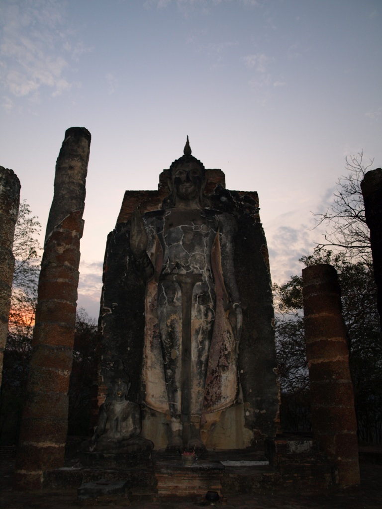 sundown at Wat Saphan Hin