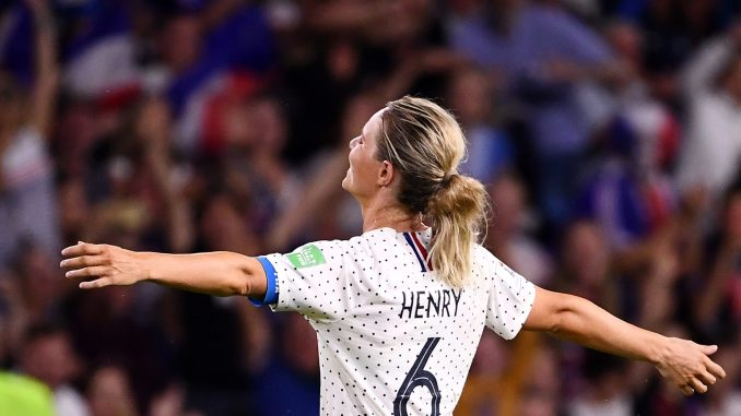 amandine-henry-celebrates-for-france