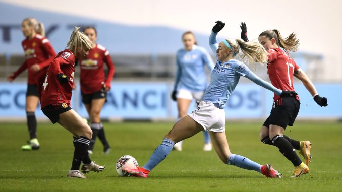 Manchester City's Chloe Kelly battles for the ball with Manchester United's Jackie Groenen and Ona Batlle.