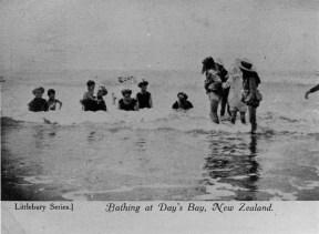 Bathing at Days Bay postcard, 1814 (http://bit.ly/2Bxfjsy)