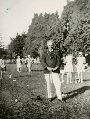 Rev. J. Lopdell at the St. Stephen's Presbyterian Church picnic held in Belmont, 1930 (http://bit.ly/2yUdX82)