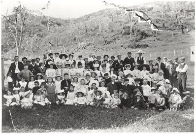 School picnic in in Korokoro, c1910 (http://bit.ly/2CBGCRN)