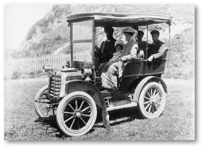 Panhard motor car in Petone, 1900 (http://bit.ly/2oZTq2d)