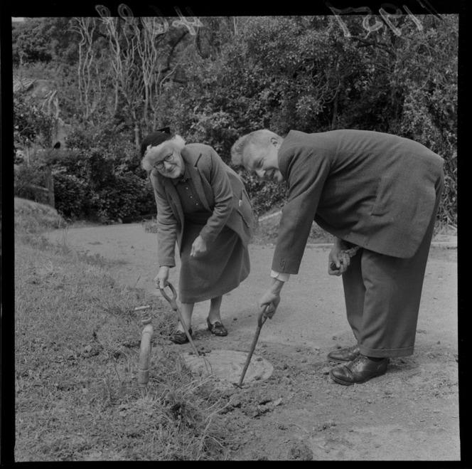 1957 planting annie