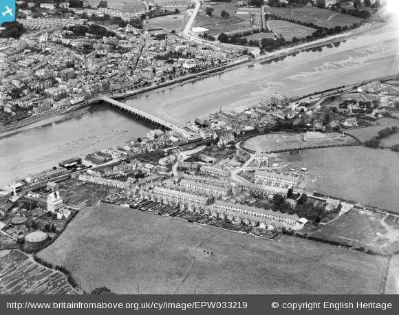 The town and Bideford Bridge, East-the-Water, 1930: Watching the river