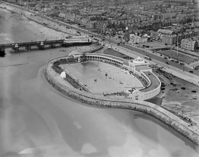 Open air swimming baths next to South Pier, Blackpool, 1932 © English Heritage