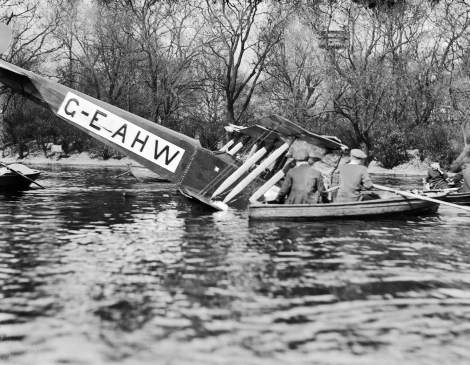 EPW000213, Southwark Boating Lake, Francis Wills with pilot Gordon Olley made a forced landing following engine failure, February 1920