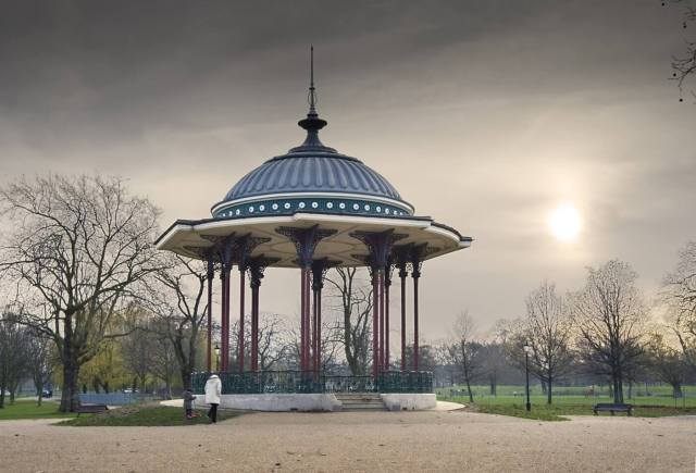 49.5.32 Clapham Common bandstand