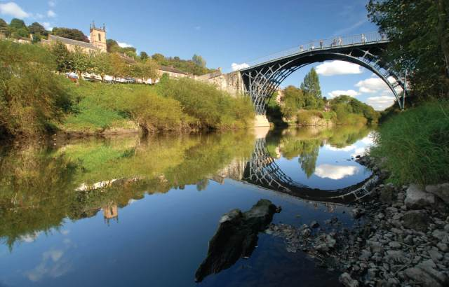 ironbridge-town-and-the-iron-bridge