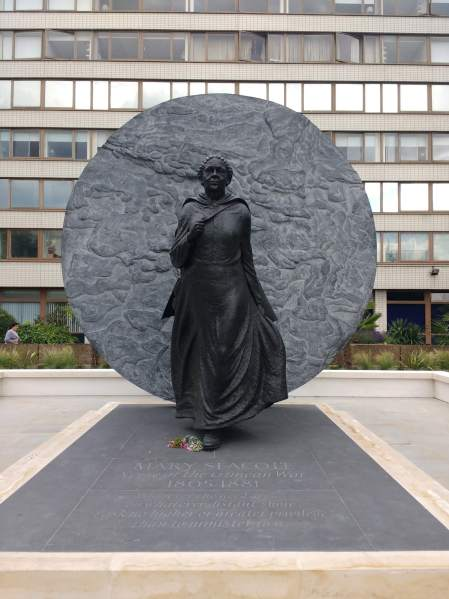 Mary_Seacole_statue,_St_Thomas'_Hospital,_front_view - wiki