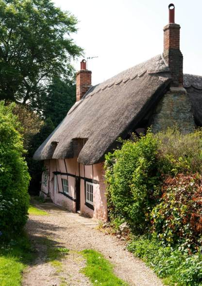 IMAGE 7 Cottage constructed from witchert, Long Crendon, Buckinhamshire (c) Historic England