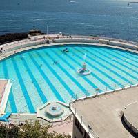 6 Spectacular Swimming Pools