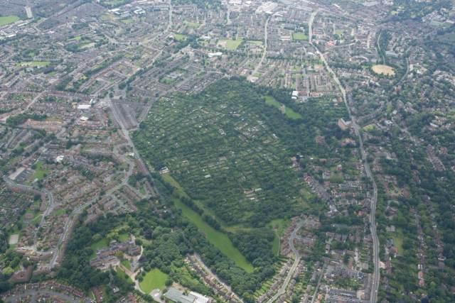 NMR_20653_41 Hungerhill Gardens, 2007 c historic england