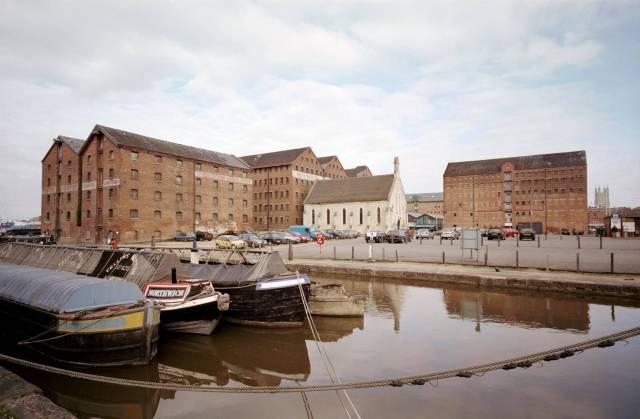 Gloucester docks, Gloucestershire. c Historic England AA024867
