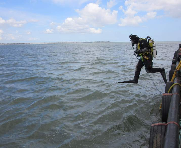 Diver about to dive the London wreck June 2016 copyright Cotswold Archaeology