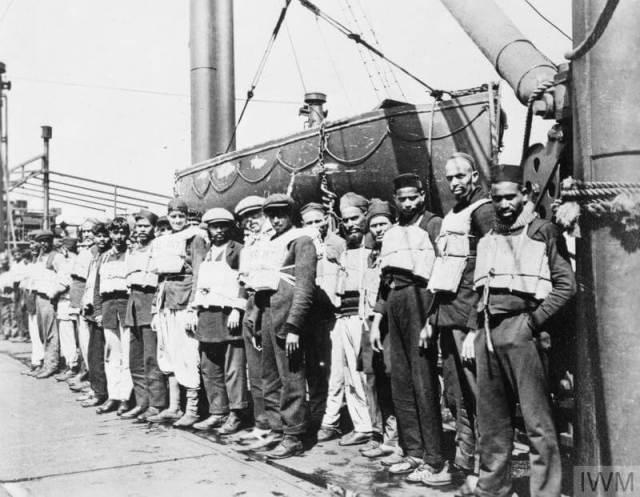 Crew on the merchant ship SS Chyebassa of the British India Line, 1917. © IWM Q9460.7