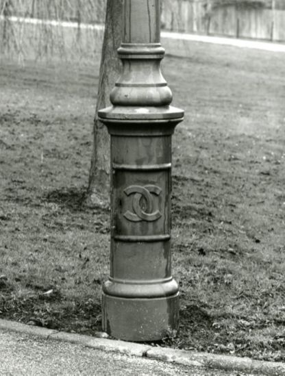 The Chilwell crest on a lamp post at the factory. © Historic England/AA96-3560.