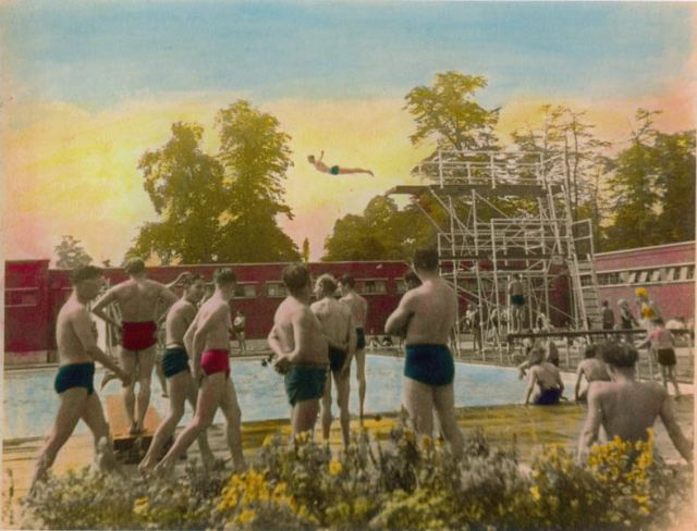 Brockwell Lido in 1938 cc Wikimedia Commons