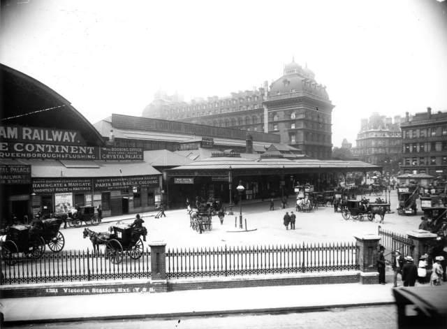 Victoria-Station-c9701138