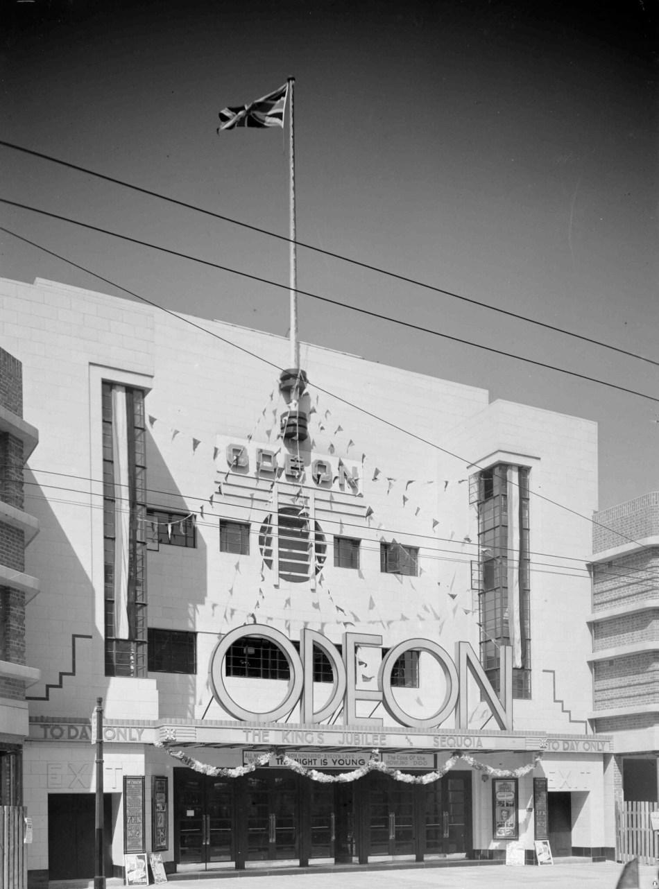 BB87_02748 1935 Odeon