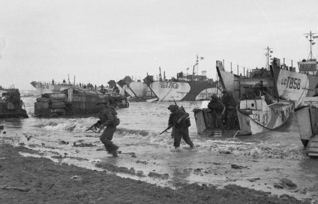 D-DAY - BRITISH FORCES DURING THE INVASION OF NORMANDY 6 JUNE 19