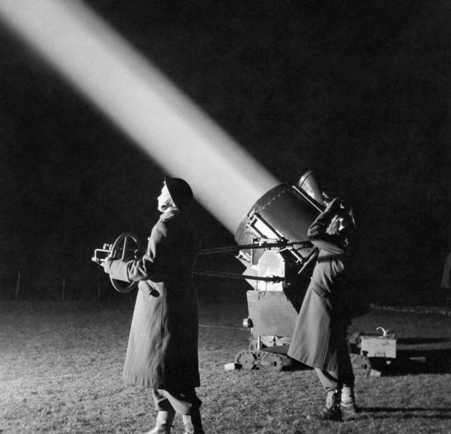 Two ATS crew in charge of an anti-aircraft searchlight