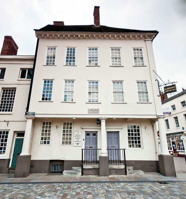 Exterior of Samuel Johnson birthplace museum and bookshop