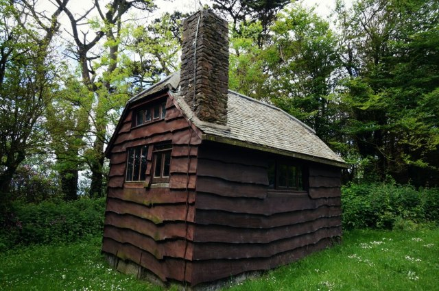 The wooden hut built by Henry William Williamson in Georgeham, Devon © Historic England Archive