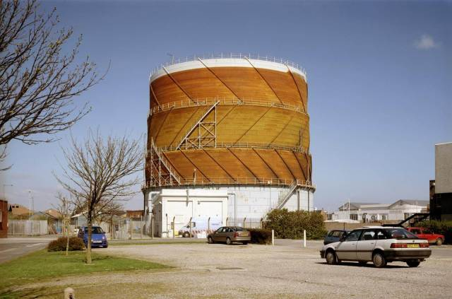 A spiral guided gasholder