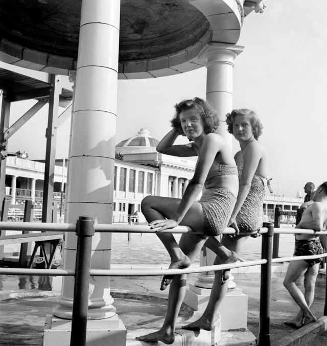 Portrait of two young women in swimming costumes, Blackpool Lido, Blackpool 1946-1955 © Historic England Archive. Ref: AA047938
