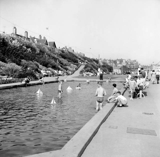 Children bathing at a paddling pool in Bridlington 1959 © Historic England Archive. Ref: AA99/00311