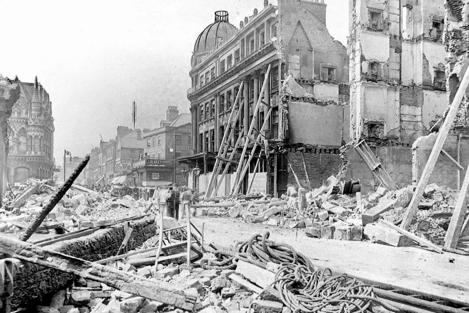 The rubble of Havelock House is in the foreground, with the Elephant Tea Rooms behind (by the notable Sunderland architect Frank Caws) and Hutchinson's Buildings to the right. By the time this photograph was taken, partial demolition of Hutchinson's had already taken place © Sunderland Antiquarian Society