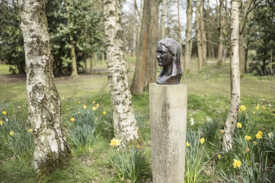 Sculpture of Aphrodite at the Improvement Garden at Stockwood Park, Luton, Bedfordshire © Historic England Archive DP247690