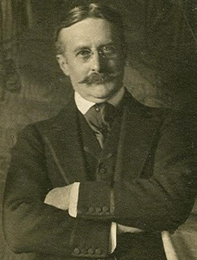 Harry Gordon Selfridge photographed around 1910. Image in the public domain.