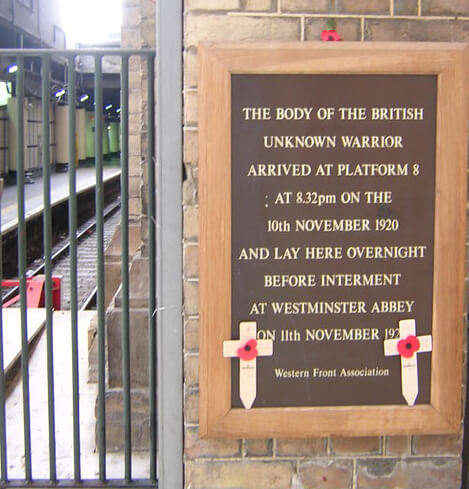 Plaque text reads:  THE BODY OF THE BRITISH  UNKNOWN WARRIOR  ARRIVED AT PLATFORM 8  AT 8.32pm ON THE  10th NOVEMBER 1920  AND LAY HERE OVERNIGHT  BEFORE INTERMENT  AT WESTMINSTER ABBEY  ON 11th NOVEMBER 1920  Western Front Association