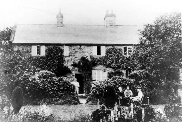 Black and white photograph of Edward Carpenter and friends at his cottage in Millthorpe, Derbyshiree