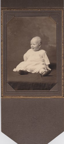 icture of unknown baby. Picture found in with Roberts Family photos.