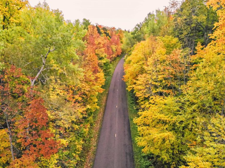 Michigan Fall Foliage- The best scenic fall drives in Michigan. | Her Life Adventures | #fall #drive #michigan #foliage #scenic #upperpeninsula #michigantravel #traveldestinations #vacation #roadtrip #wheretogo