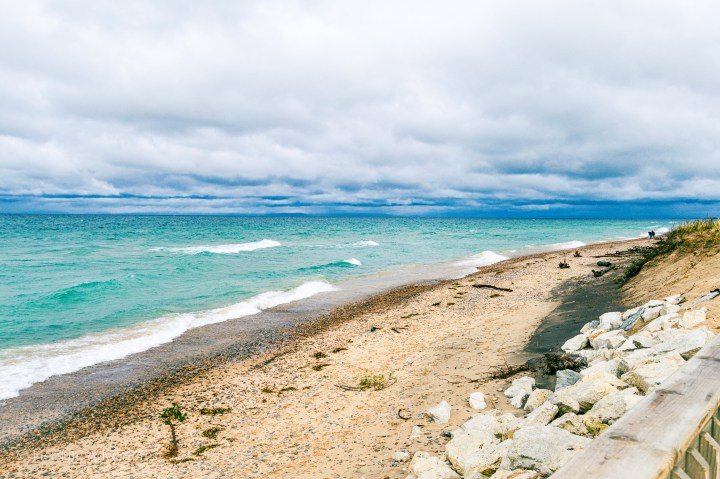 Best weekend guide to Michigan's East Upper Peninsula including what to do and where to stay! Take a road trip around Michigan's Upper Peninsula. Go camping in a state park or hiking at Tahquamenon falls. Visit the #Great #Lakes #Shipwreck #Museum and #Lighthouses #camping #traveldestinations #ustraveldestinations #michigan #upperpeninsula #tahquamenonfalls #statepark