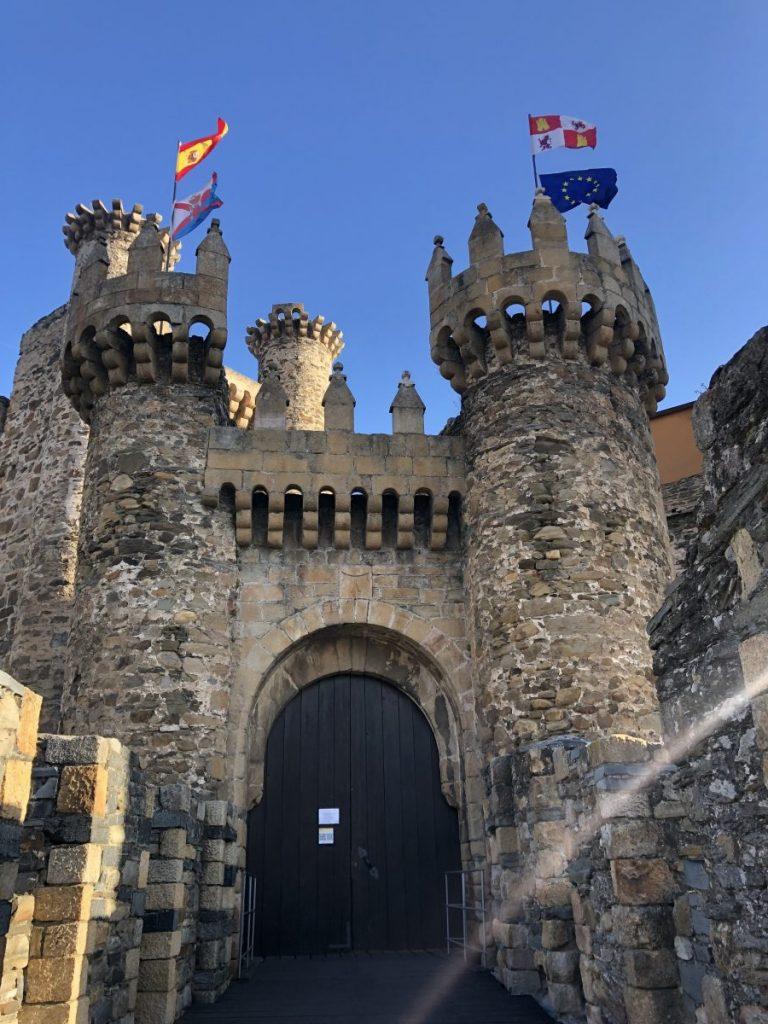 The main entrance to the Castillo de los Templarios in Ponferrada, Spain | Her Life in Ruins