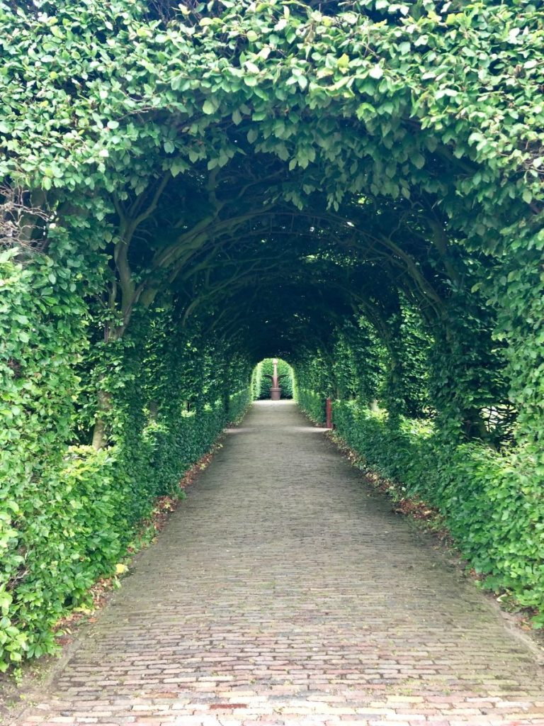 Entrance to the Muiderslot gardens | Her Life in Ruins