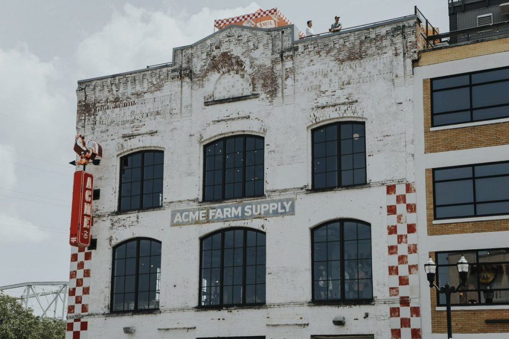 ACME Feed & Seed | The Ultimate Guide to Nashville's Lower Broadway | Her Life in Ruins
