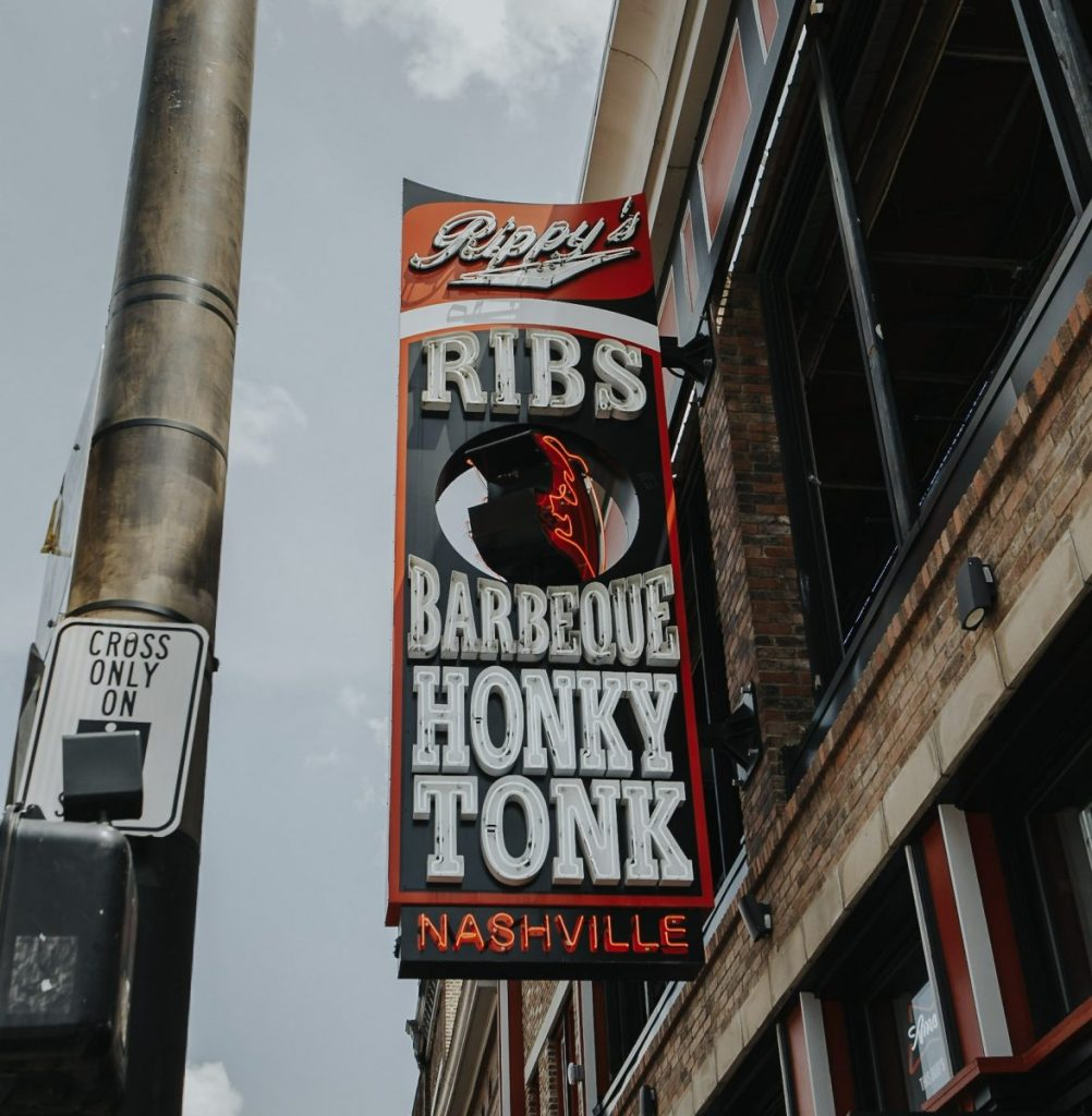 Rippy's BBQ | The Ultimate Guide to Nashville's Lower Broadway | Her Life in Ruins