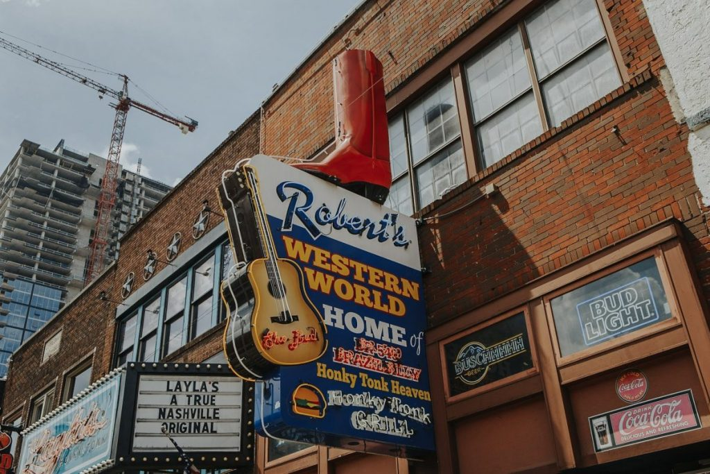 Robert's Western World | The Ultimate Guide to Nashville's Lower Broadway | Her Life in Ruins